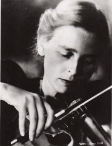 Lilli Friedemann als junge Geigerin